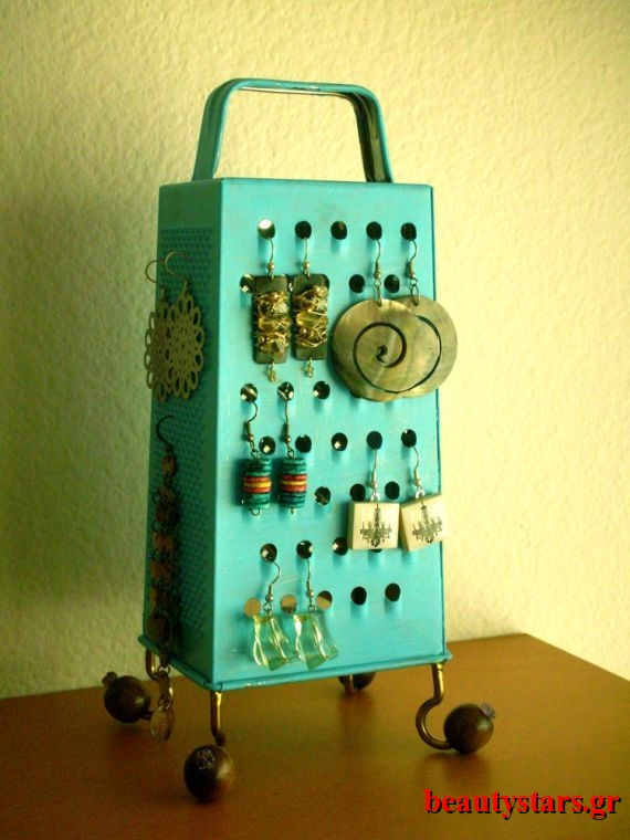 Cheese-Grater-Jewelry-Organizer