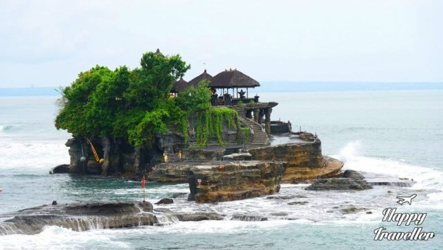 tanah-lot-temple-happy-traveller-bali-1024x579